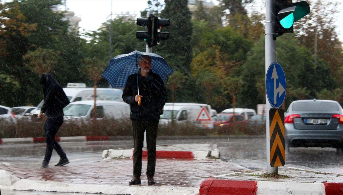 Bugün şiddetli yağmur çarşambaya kar geliyor! Meteoroloji uyarı verdi