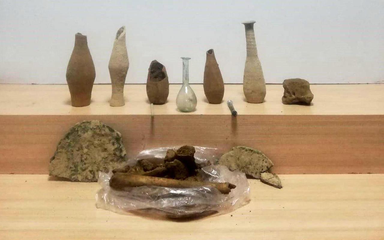 Denizli'de Roma dönemine ait 10 cam ve toprak şişe ele geçirildi