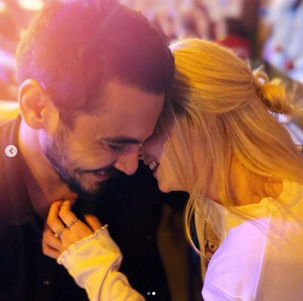 Mucize Doktor'un Açelya'sı Hayal Köseoğlu sevgilisini öpmelere doyamadı!