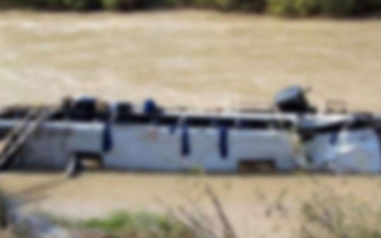 Endonezya'da dehşet veren kaza! Otobüs nehre yuvarlandı: 25 ölü
