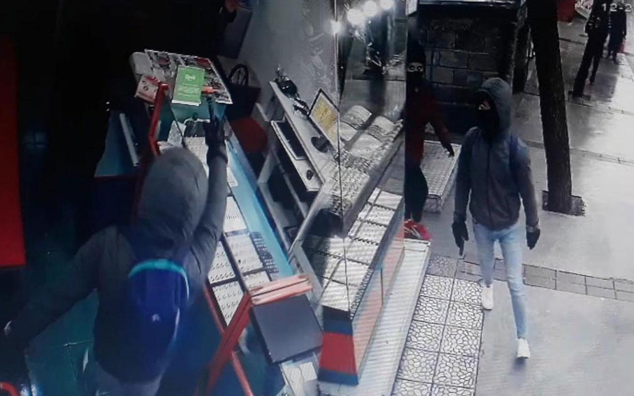İzmir'de soyguncular 2 kişiyi vurup, 1,5 kilo altınla kaçtı