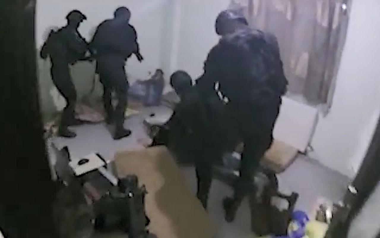 Jandarma balkondan girdi, şüphelileri uyurken yakaladı
