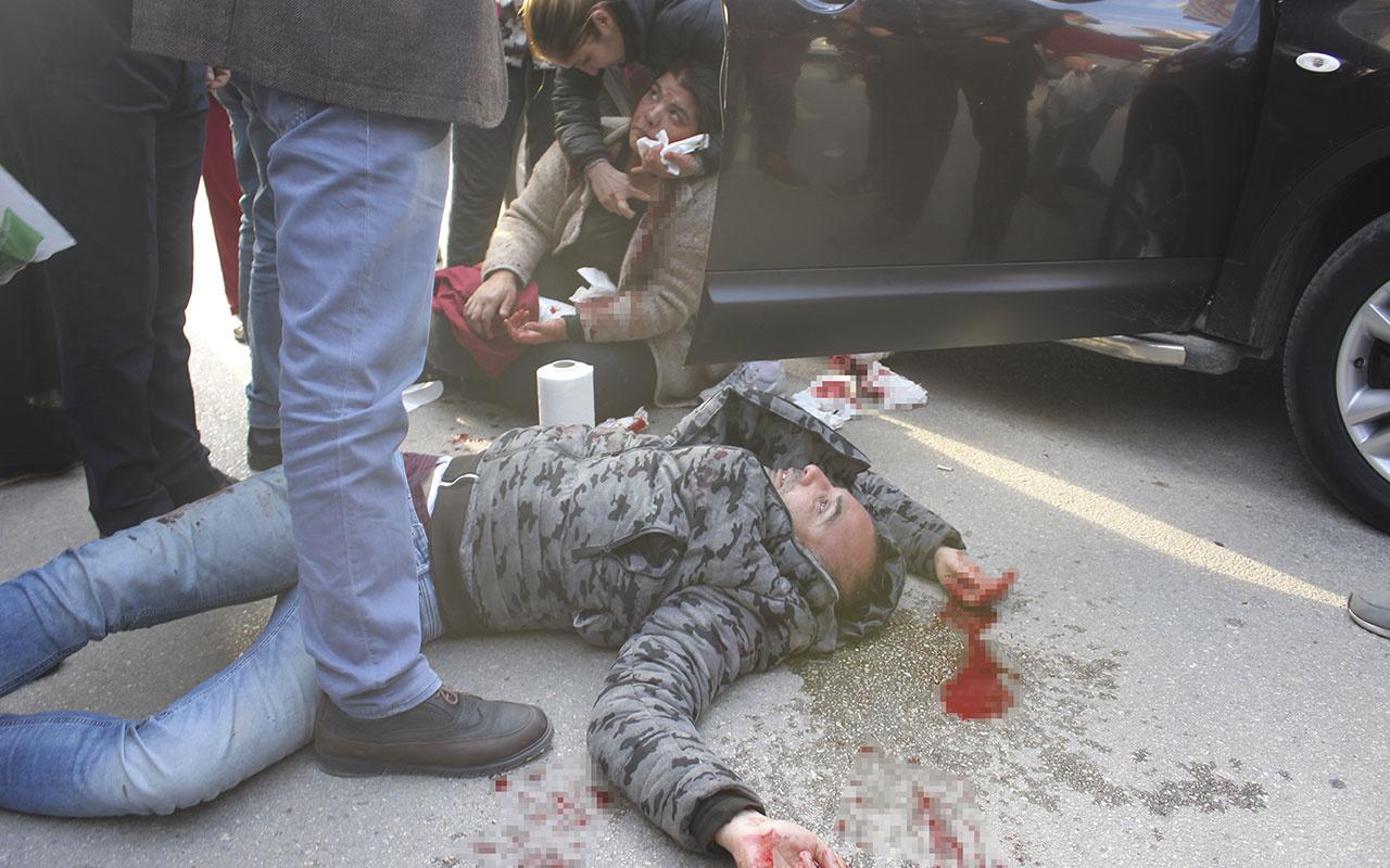 Adana'da bir şahıs yanında oturan kadını ağzından bıçakladı