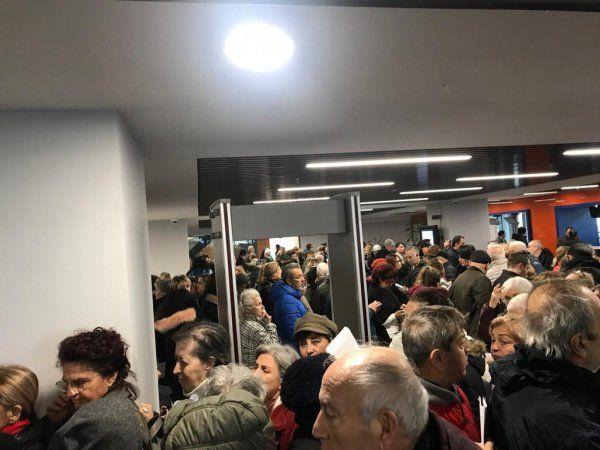 CHP'liler Kanal İstanbul'a itiraz için kuyruğa girdi belediye araç kaldırıyor