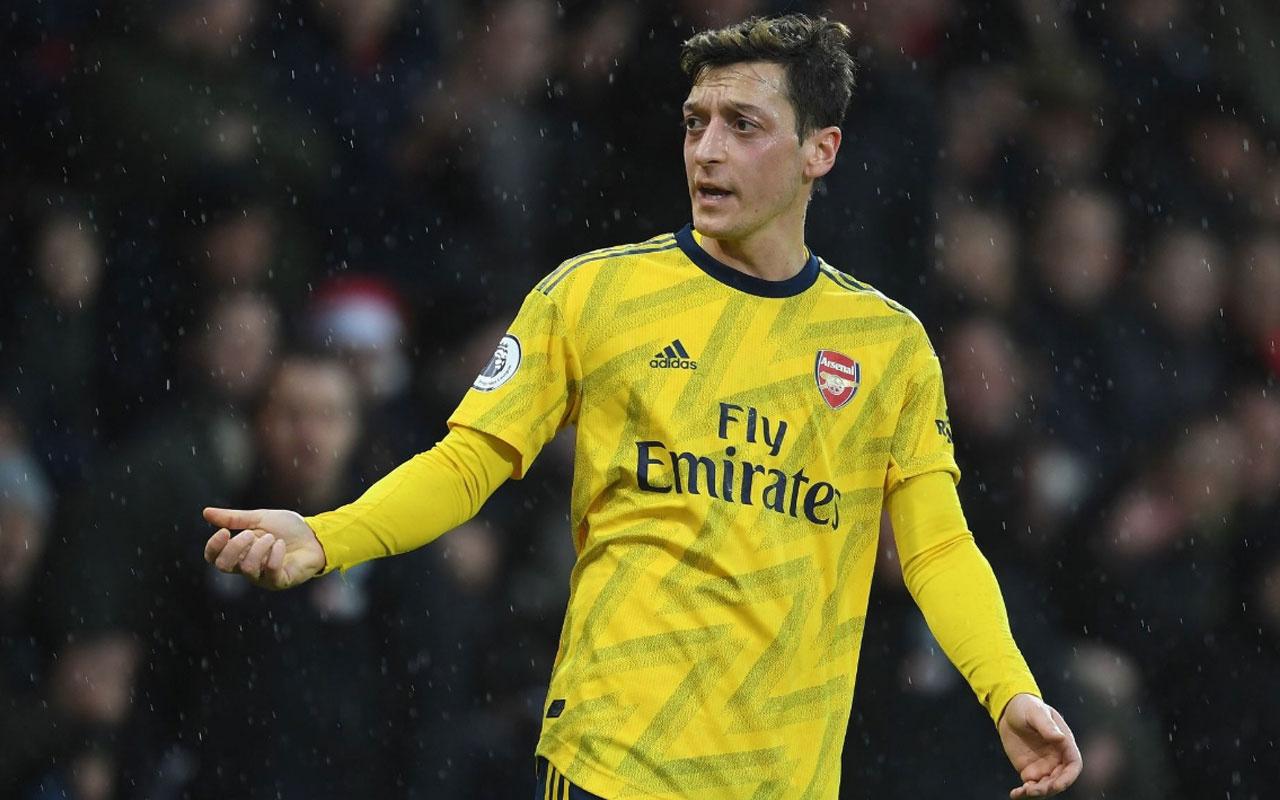 Arsenal, Mesut Özil'i Premier Lig kadrosuna dahil etmedi