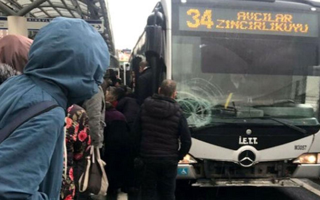 Şirinevler durağında yolcuya metrobüs çarptı