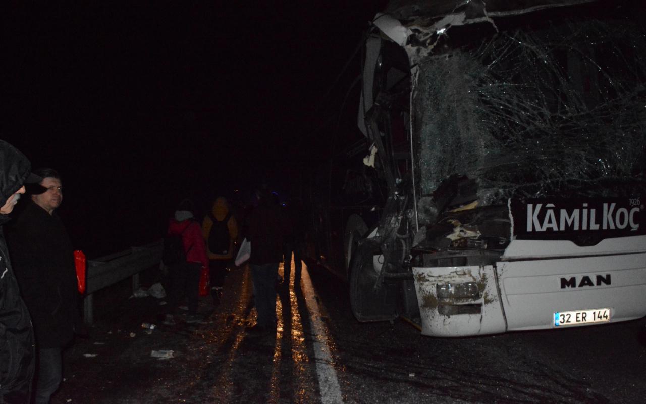 Bilecik'te otobüs ile hafriyat kamyonu çarpıştı: 6 yaralı