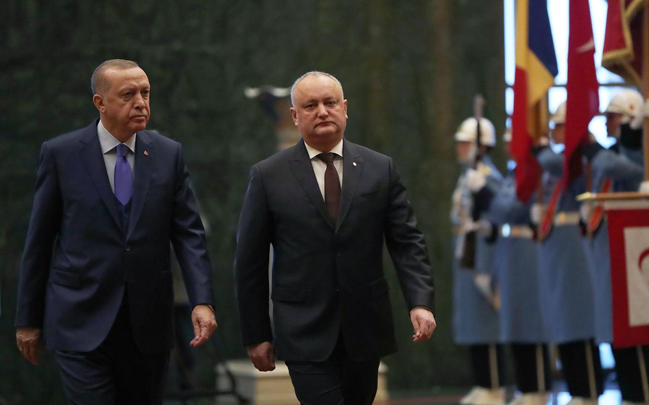Erdoğan: Moldova'daki FETÖ okullarının Maarif Vakfına devredilmesini bekliyoruz