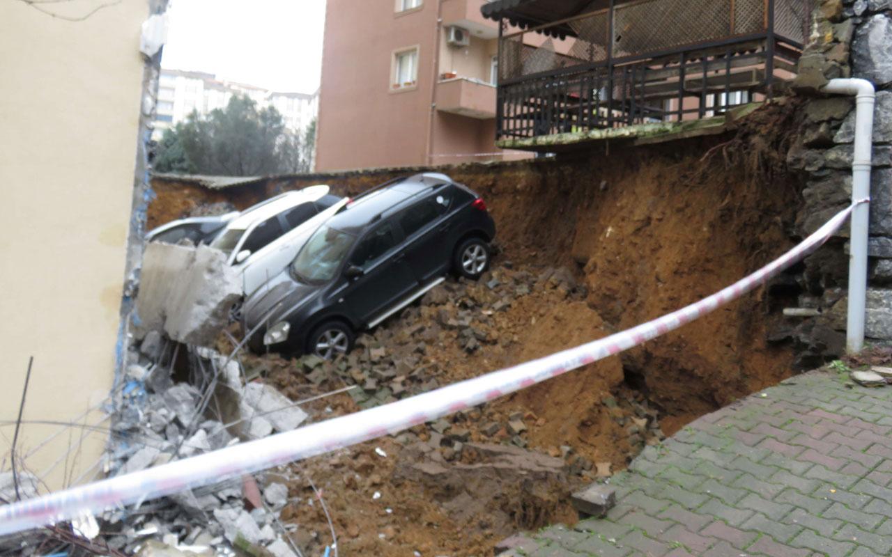 İstanbul Kartal'da istinat duvarı çöktü 3 araç çukura düştü
