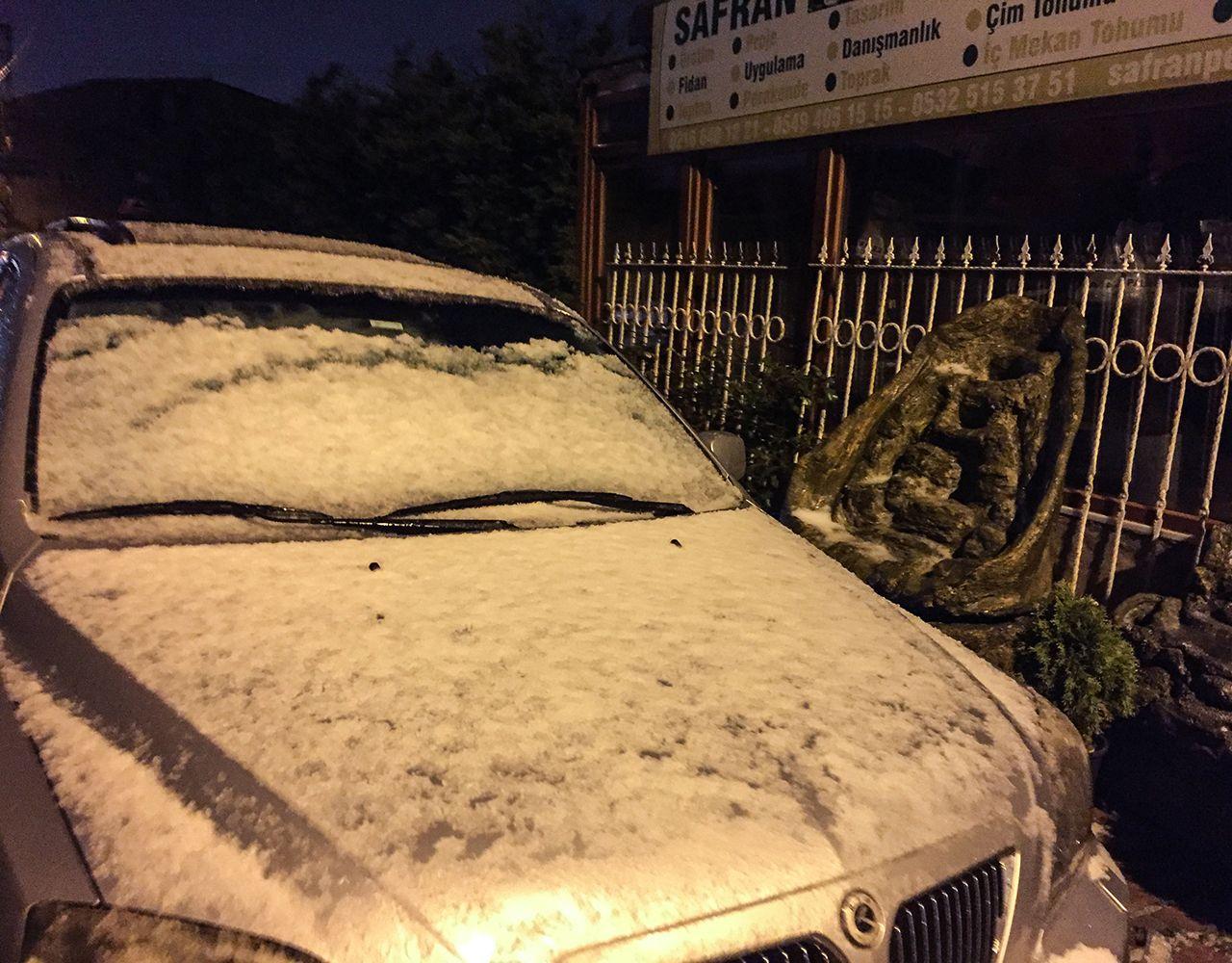 İstanbul'da kısa süreli kar ve dolu yağışı