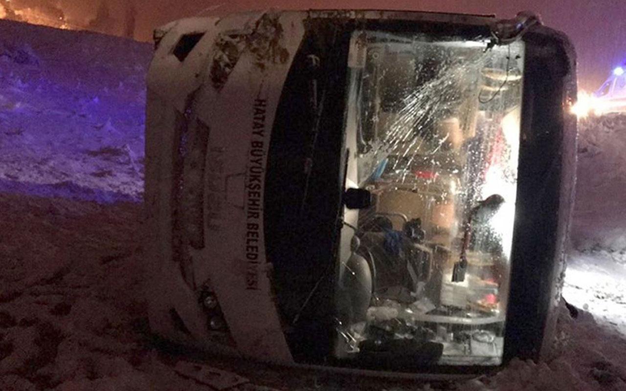 Hataysporlu futbolcuları taşıyan otobüs devrildi