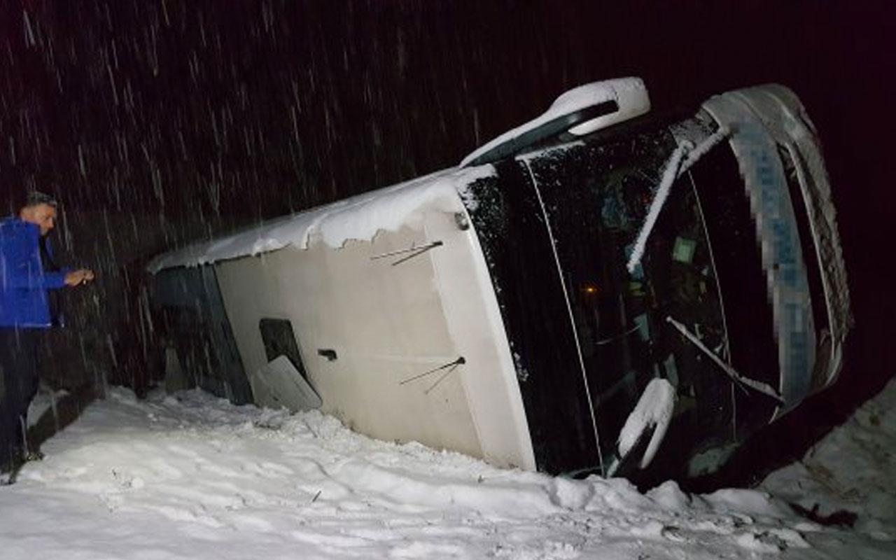 Erzican'da yolcu otobüsü şarampole düştü çok sayıda yaralı var