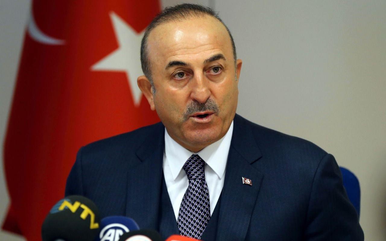 Çavuşoğlu Ayasofya'nın tapusunu gösterdi: Tartışmaya açılması manidar