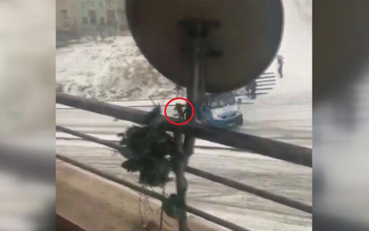 Ankara'da kayganlaşan yolda kayan minibüsten atlayan yolcu yaralandı