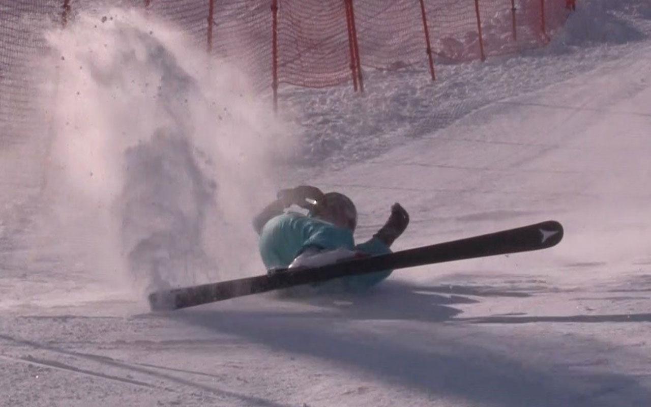 Kayak yarışlarında kapıya çarpan sporcu metrelerce sürüklendi