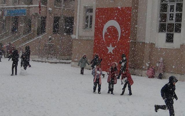 Türkiye beyaza büründü On şehirde eğitime kar tatili