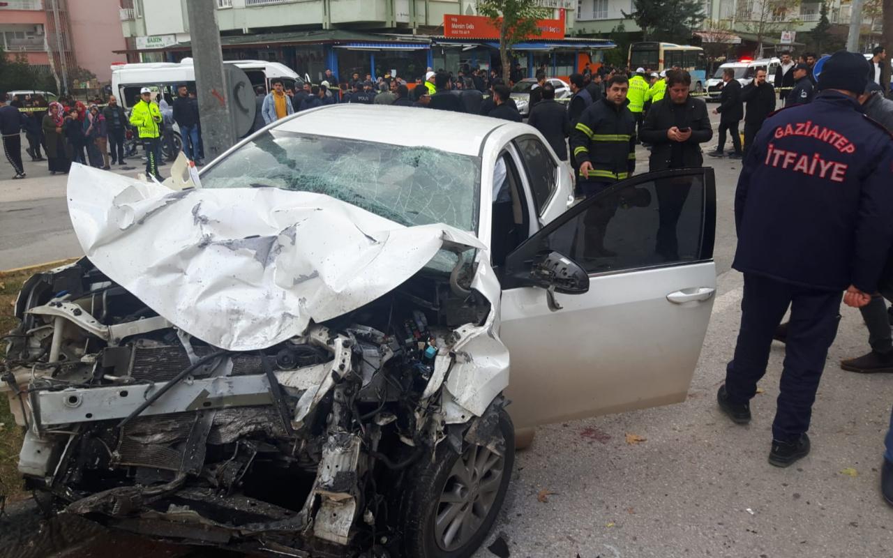 Gaziantep'te 3 araç birbirine girdi! Çok sayıda yaralı var