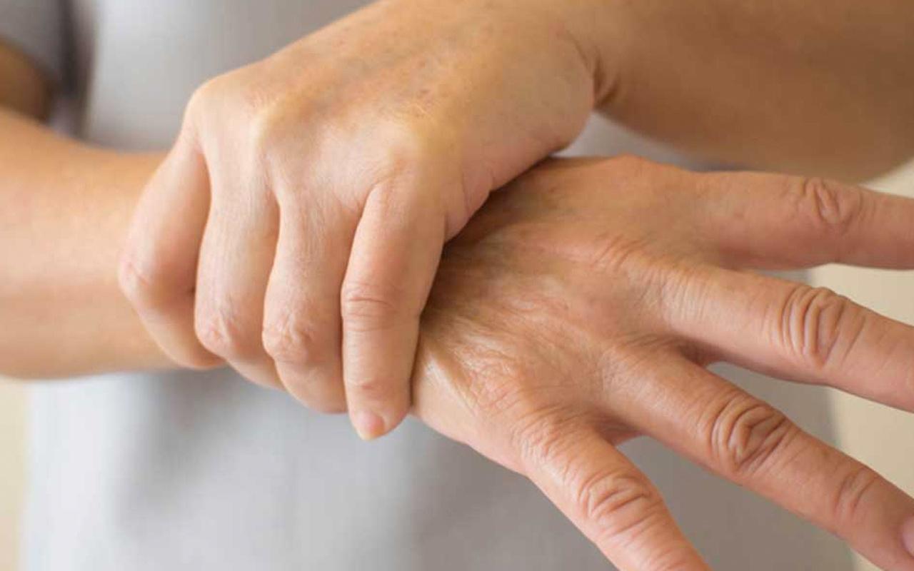 Gençlerde el titremesinin nedenleri akla ilk Parkinson geliyor ama...