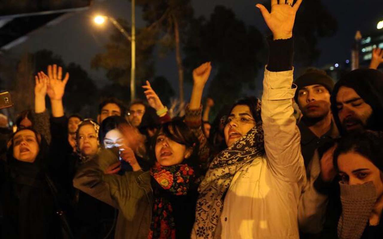 İran'da sıcak saatler! Anma eylemi rejim karşıtı gösteriye dönüştü