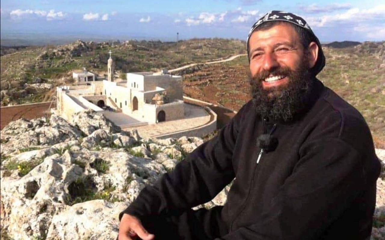 Rahip efendiye bakın! Mardin Mor Yakup Manastırı'nda PKK'lı saklamış