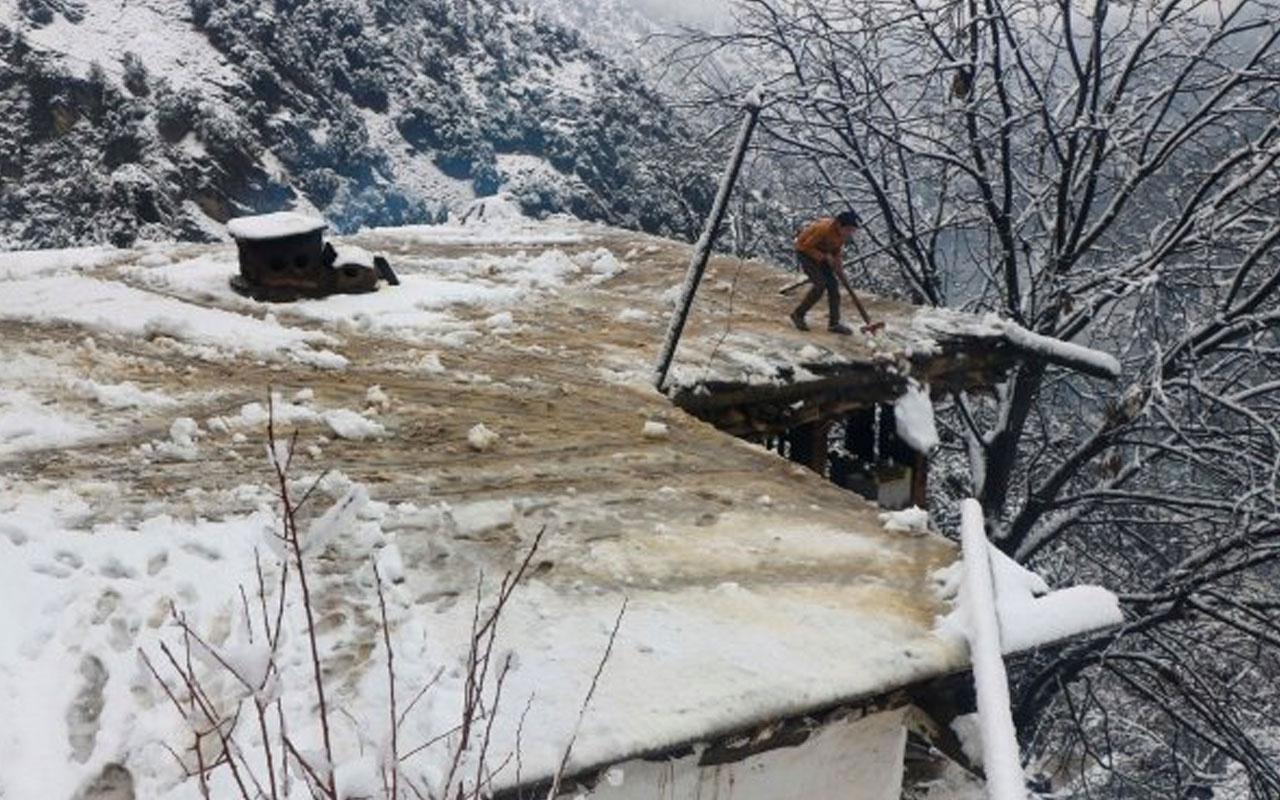 Pakistan'da kar yağışı sebebiyle 75 kişi öldü