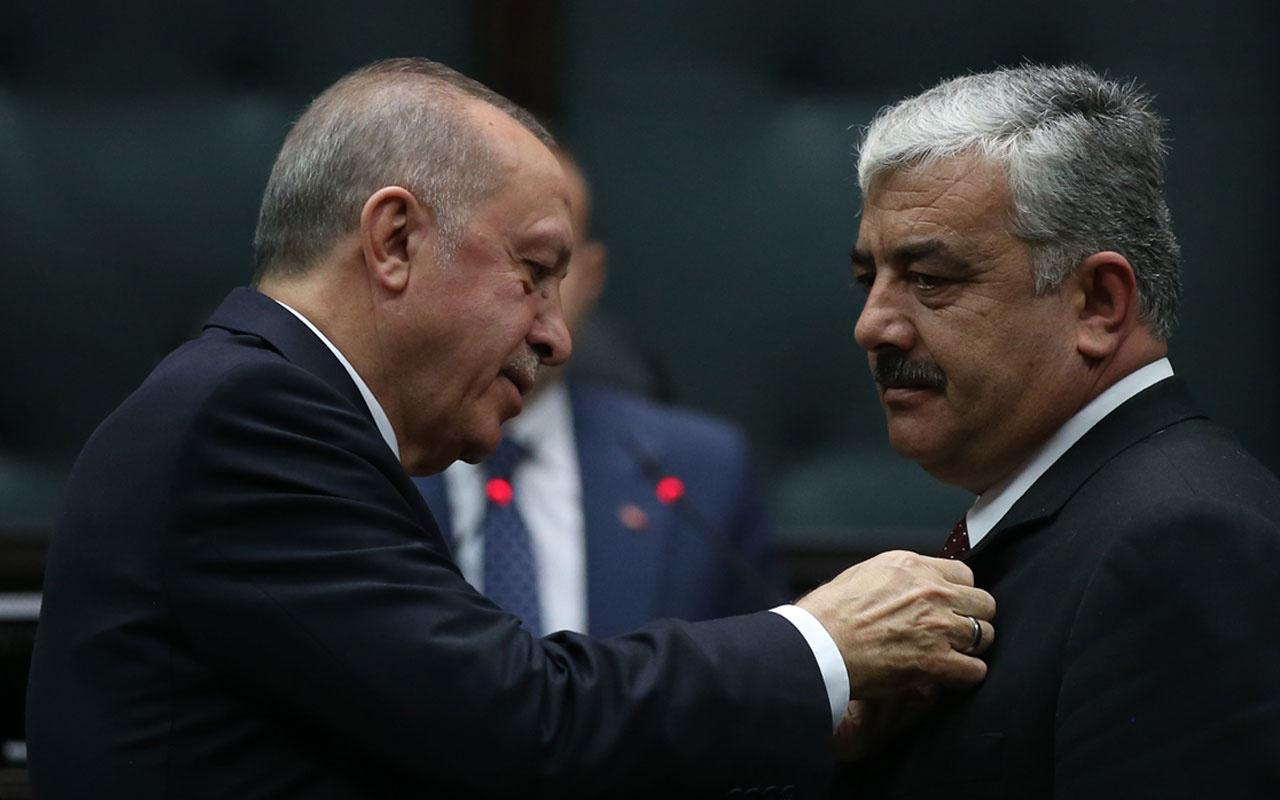Cumhurbaşkanı Erdoğan, AK Parti'ye geçiş yapan belediye başkanlarına rozet taktı