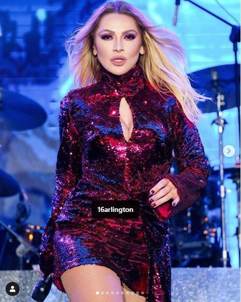 Hadise konser aldığı sahnede edep ve kıyafet sözleriyle olay oldu!