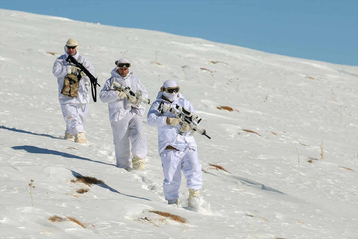 Van'da jandarma ekipleri buldu sığınağın boyutları şaşırttı