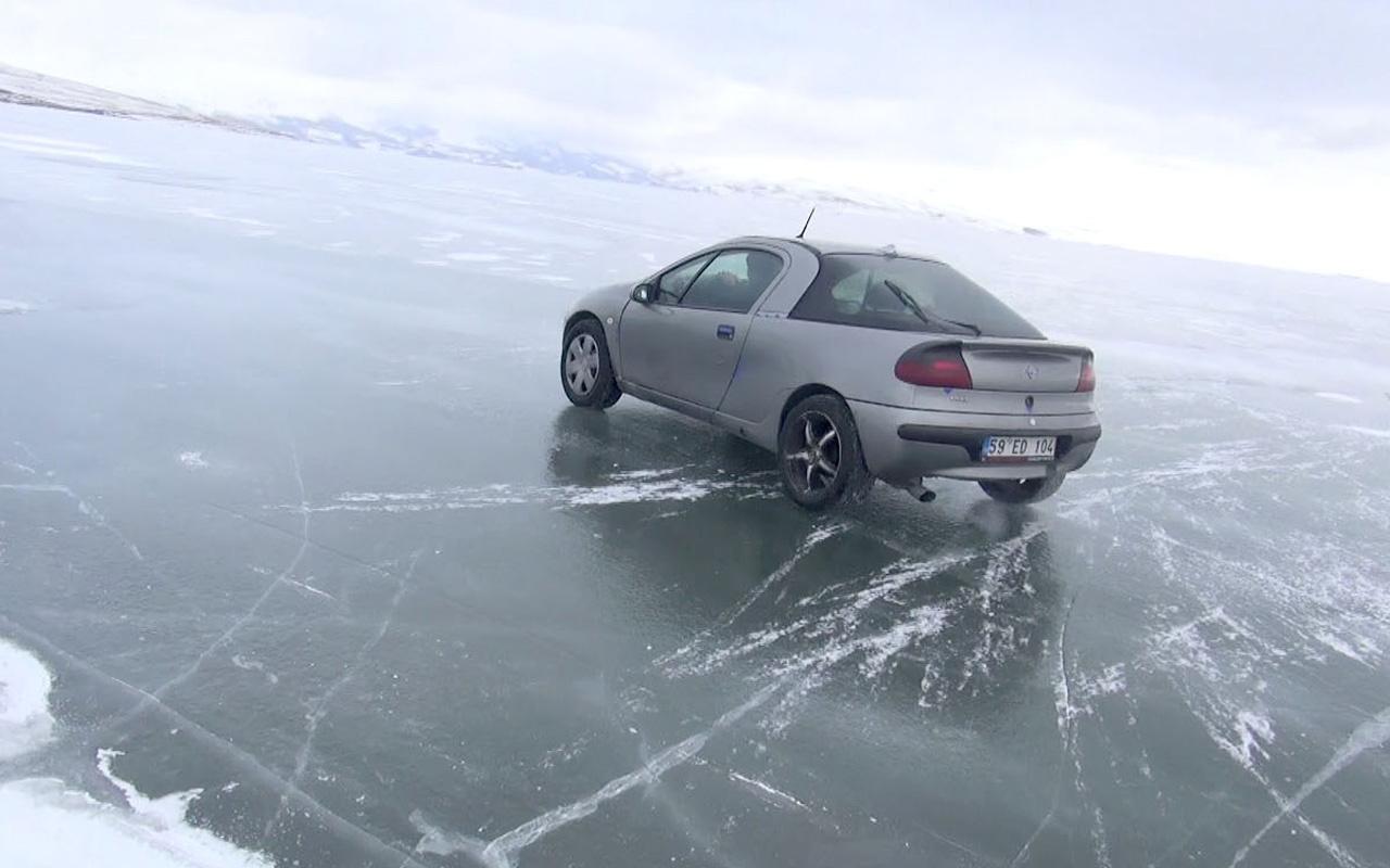 Eksi 25 derece! Donmuş gölün üzerinde drift yaptı