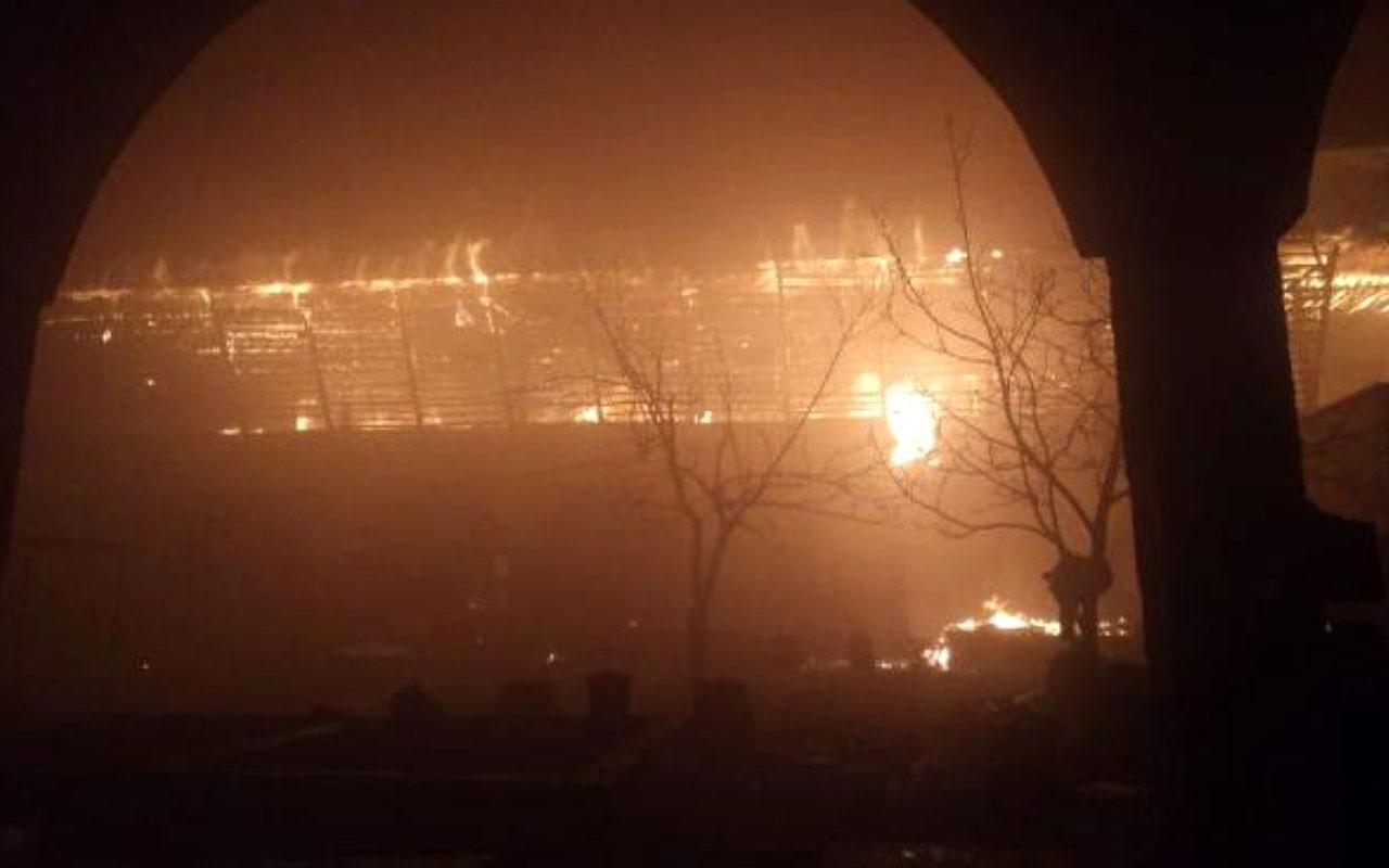 Tokat'taki tarihi handa yangın! Patlayıcı maddeler var