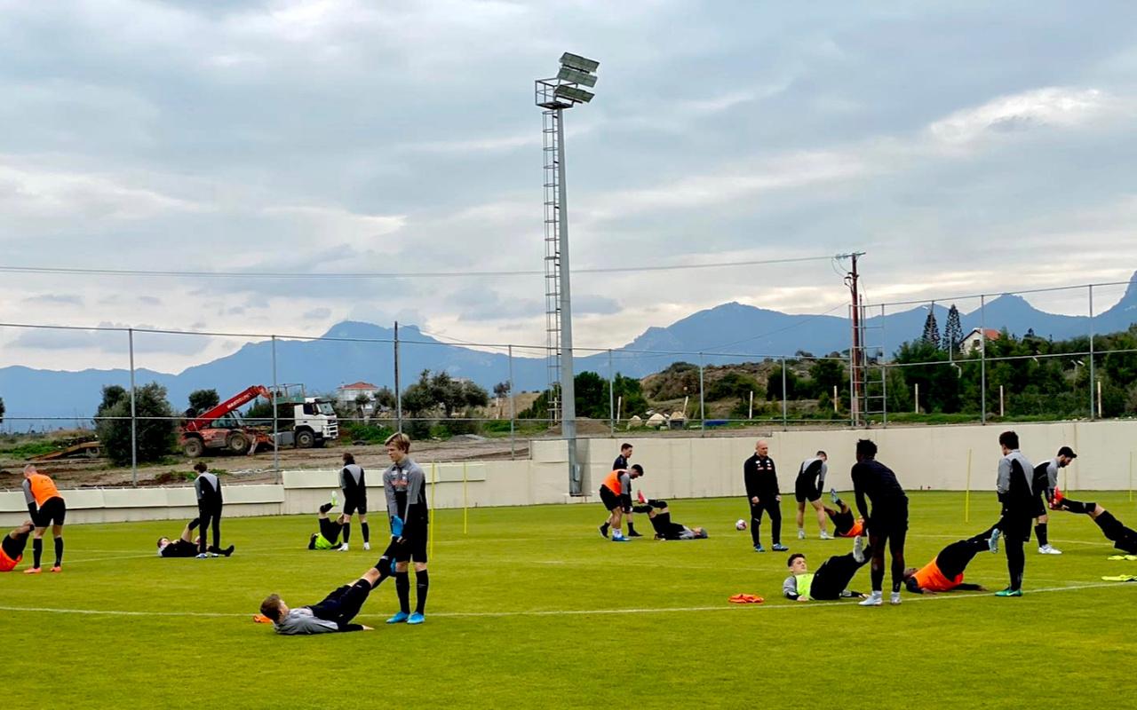 KKTC'de bir ilk; FIFA'ya üye bir ülkenin takımı kamp için ülkeye geldi