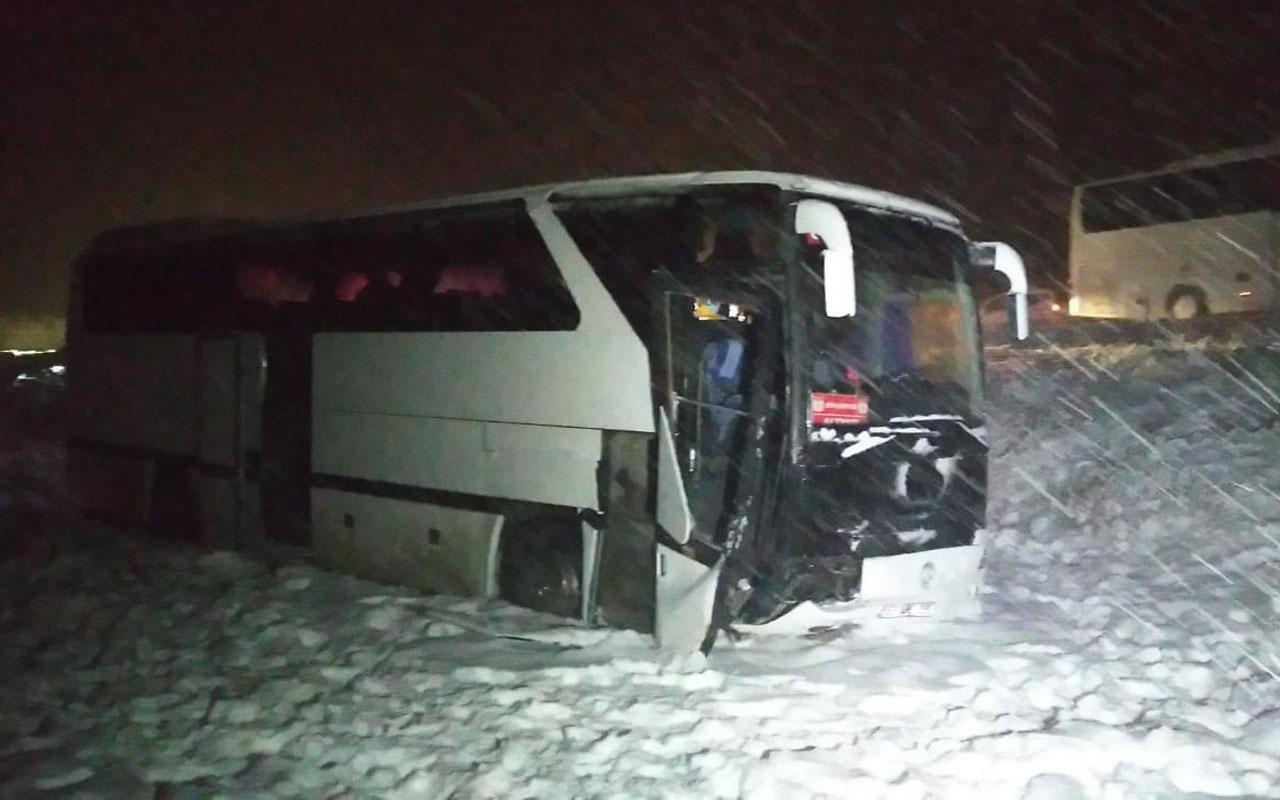 Sivasspor'un alt yapı futbolcularını taşıyan otobüs kaza yaptı