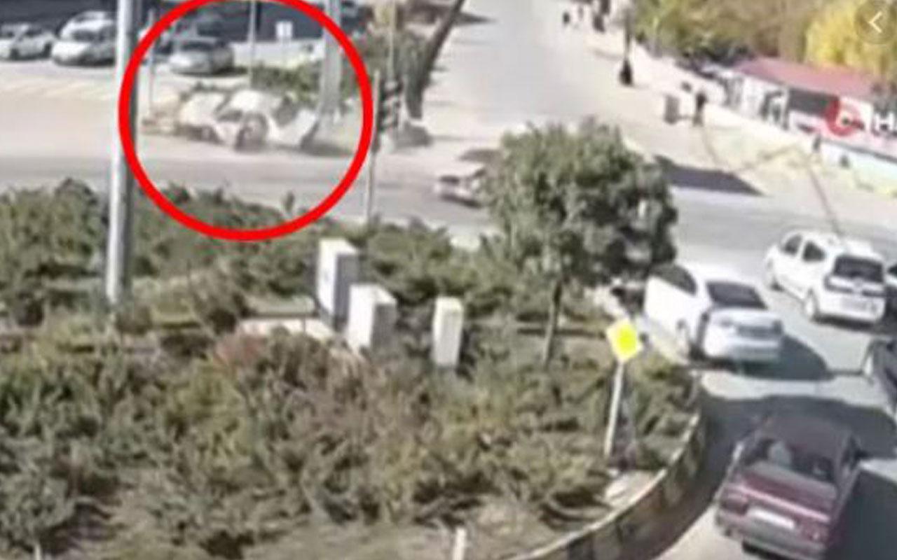 Trafik kazasında seyir halindeki otomobilden böyle düştü! O anlar kamerada