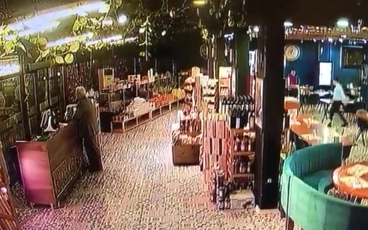 Manisa'daki deprem anı güvenlik kamerasında