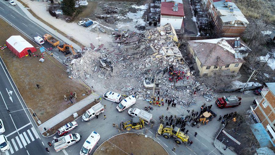 Elazığ'da şiddetli depremin ardından korkunç görüntüler geldi