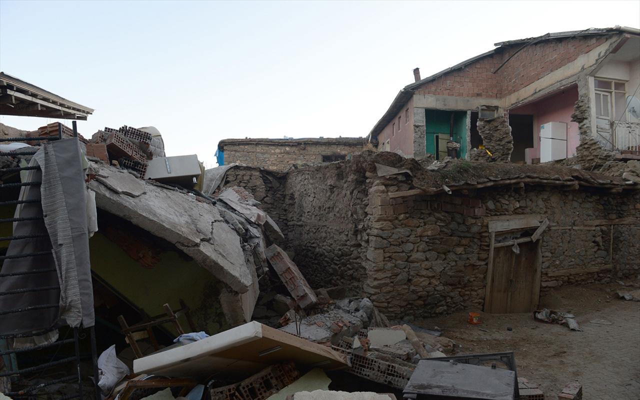 Elazığ'a bağlı Çevrimtaş köyü depremle birlikte tamamen yıkıldı