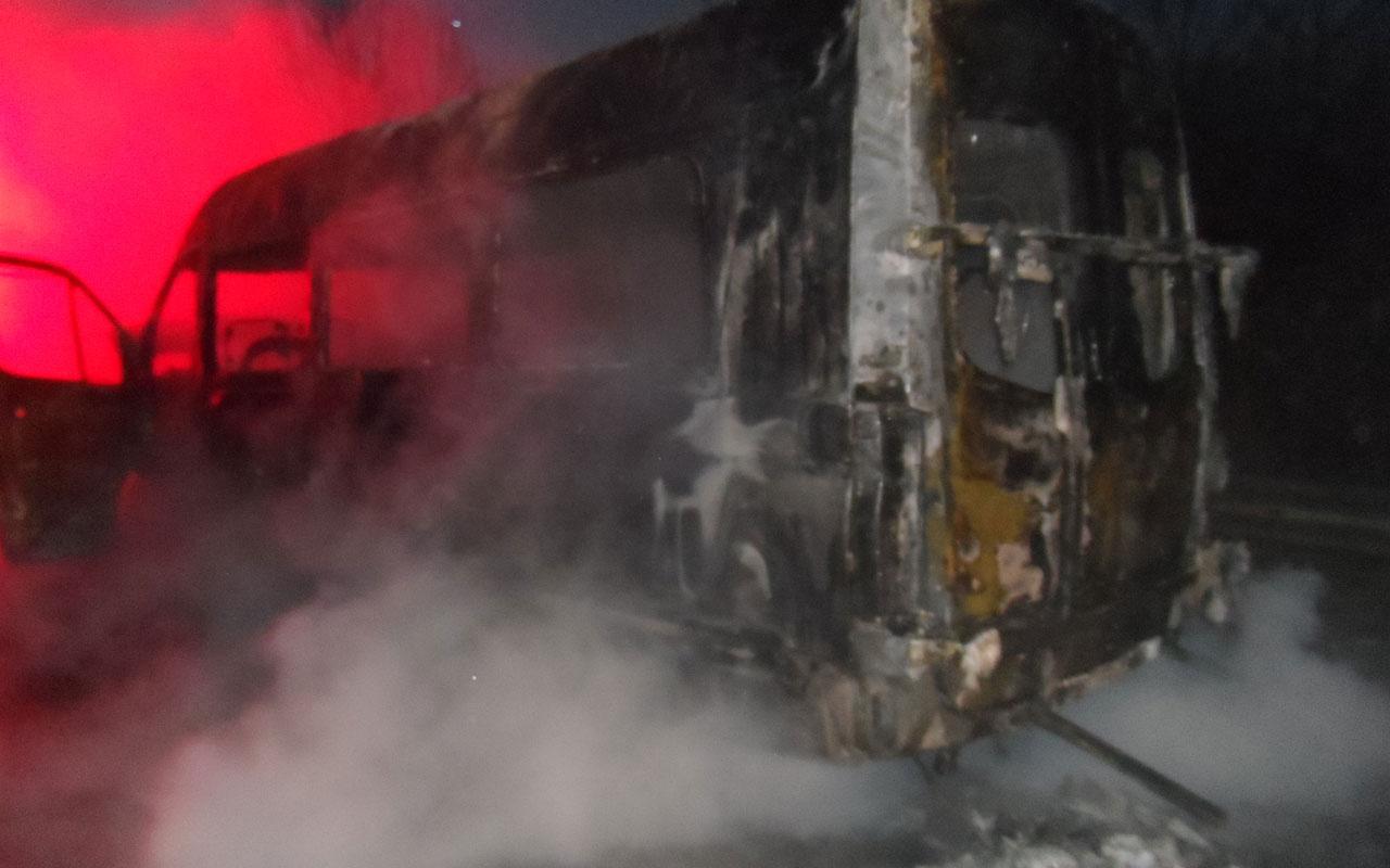 Anadolu Otoyolu'nda seyir halindeki minibüs yandı