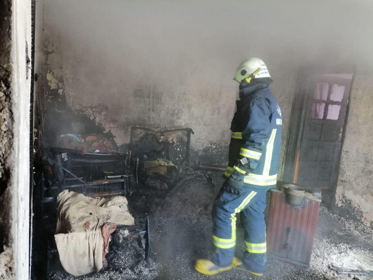 Van'da evde çıkan yangında iki kardeş öldü
