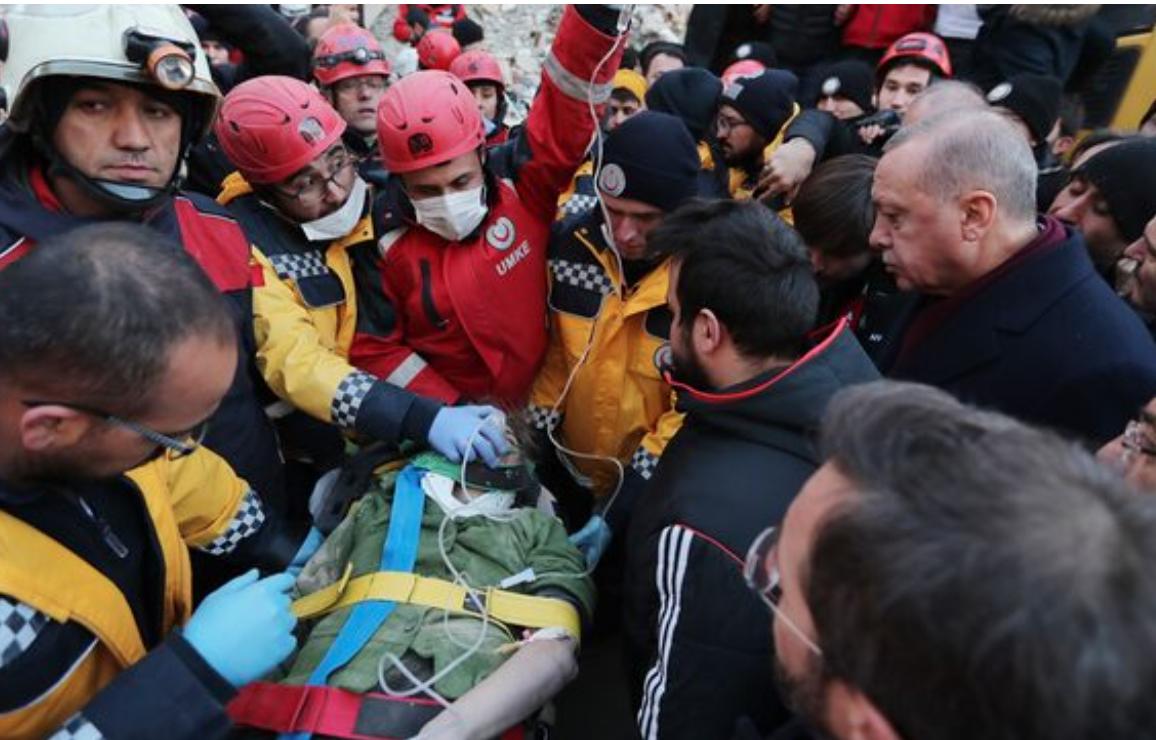 Serdar Akinan'ın enkazdaki kadın Erdoğan görsün diye bekletildi iddiası! AFAD'dan sert yanıt