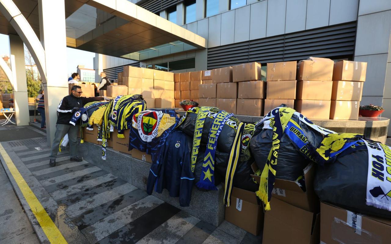 Fenerbahçeli taraftarların yardım paketleri Elazığ'a ulaştı