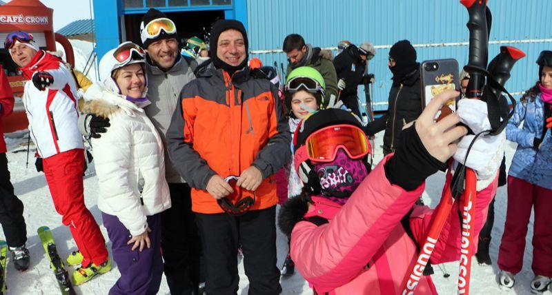 Ekrem İmamoğlu kar tatilinde çocuklarım çok güzel vakit geçiriyor onları ziyarete geldim