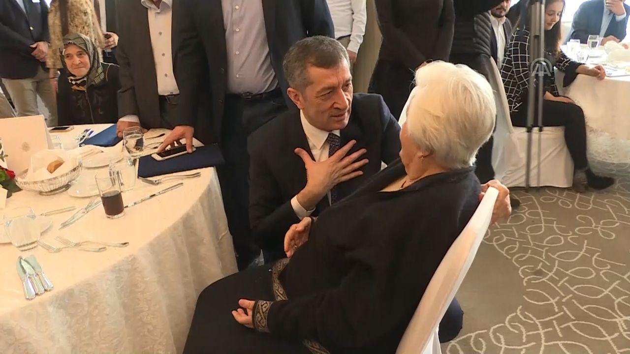 Milli Eğitim Bakanı Selçuk ile hayırsever arasında gülümseten diyalog