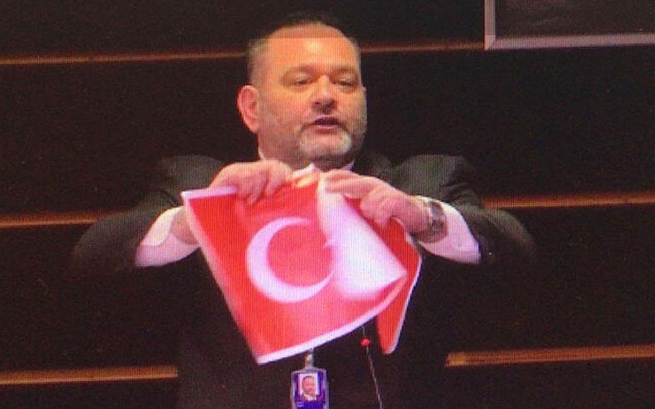 Skandal görüntülerden sonra AP'den Türk Bayrağı açıklaması!