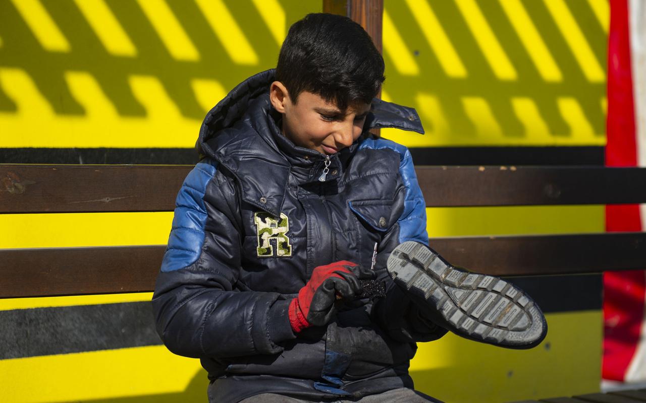 Iğdırlı Yusuf ayakkabı boyayarak kazandığı harçlığını depremzedelere bağışladı