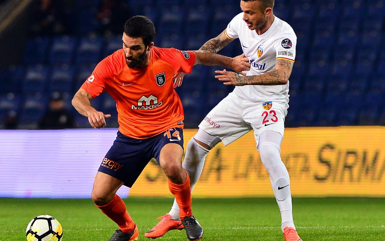 Arda Turan Süper Lig'de yok ortada kaldı