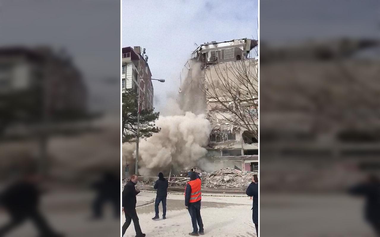Malatya'da depremde hasar alan bina yıkılırken çöktü