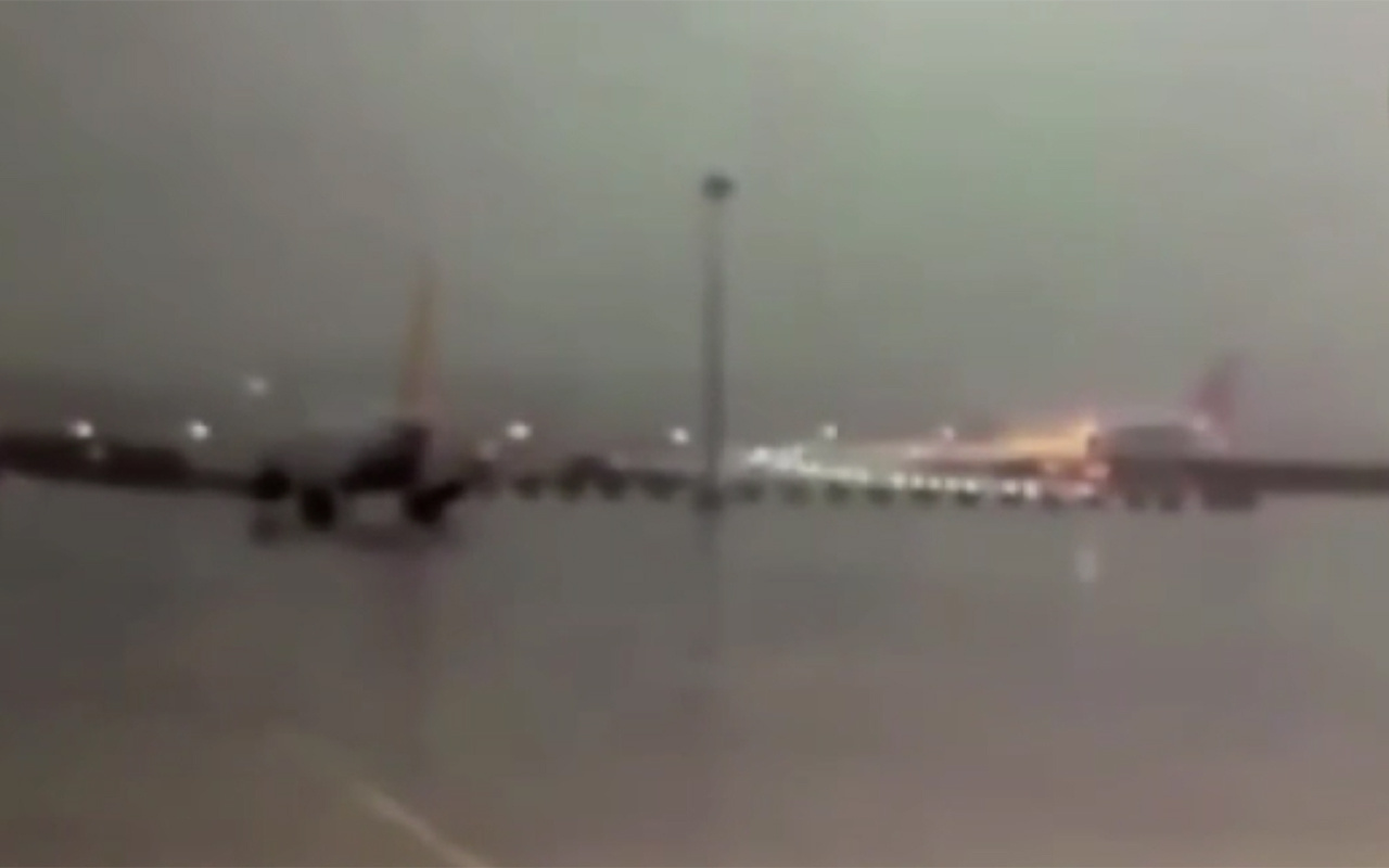 İstanbul Sabiha Gökçen Havalimanı'nda uçağın pistten çıkma anı