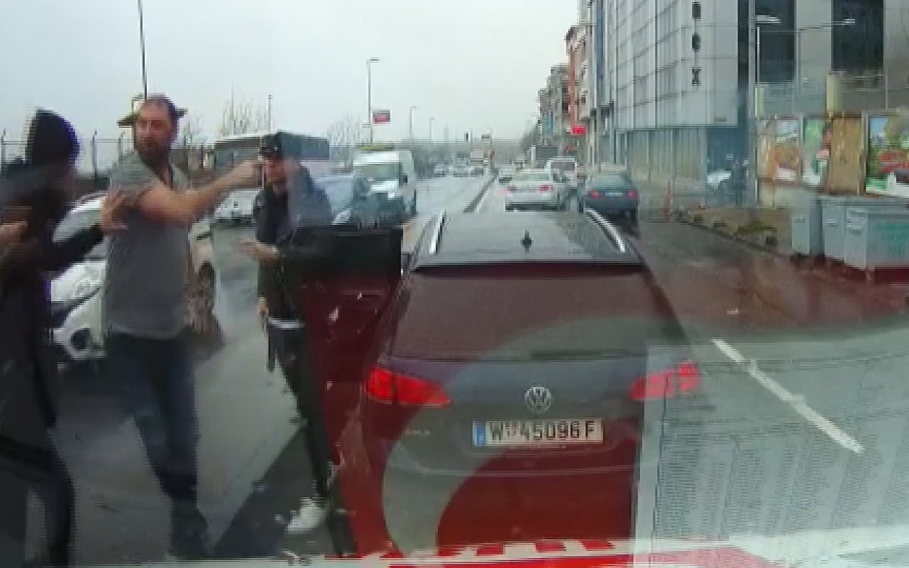 İstanbul Gaziosmanpaşa'da hasta almaya giden ambulansa saldırı girişimi