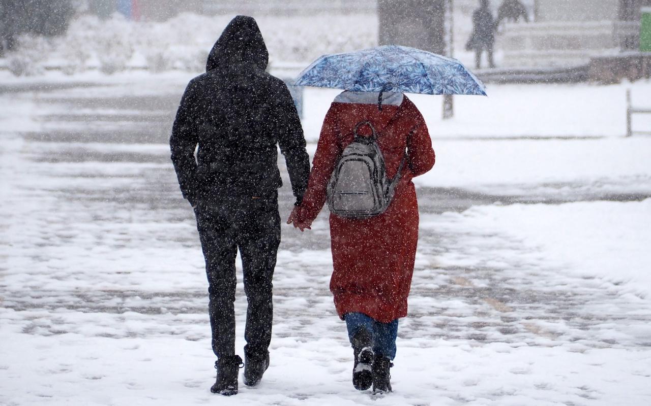 Kar bastırdı yollar kapanıyor! Meteoroloji İstanbul için haber verdi