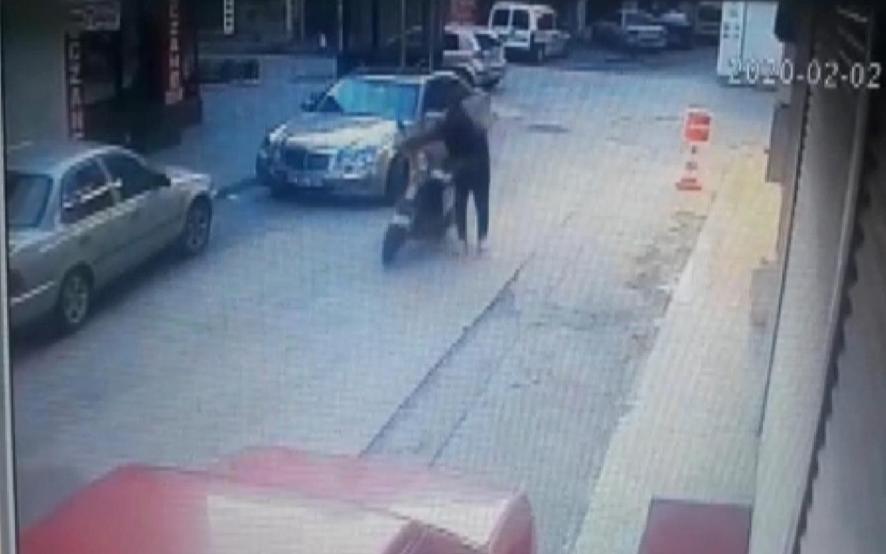 Hırsız elektrikli motosikletin çalarken kameralara yansıdı!